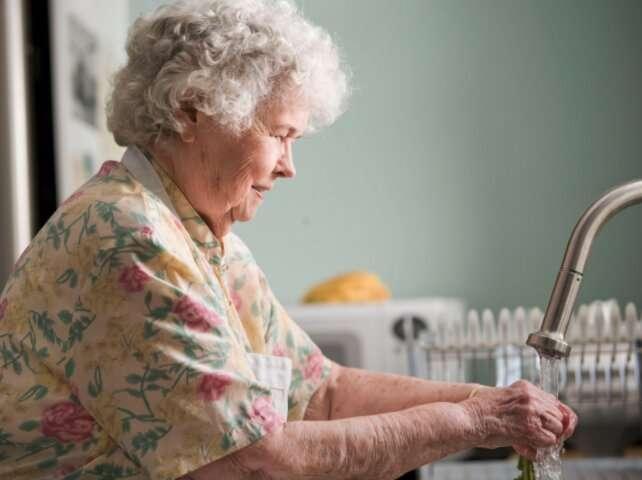 http://media.cubadebate.cu/wp-content/uploads/2020/04/Desinfectan-Residencia-de-Ancianos-en-Madrid-con-varios-fallecidos-580x328.jpg
